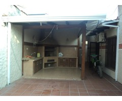 Casa en alquiler de 3 dormitorios zona Av Ovidio Barbery.