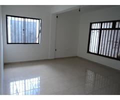 Casa independiente de 3 dormitorios en alquiler Radial 27 y 4to anillo.