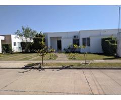 En Alquiler  Casa  de 3 Dormitorios, Urubo