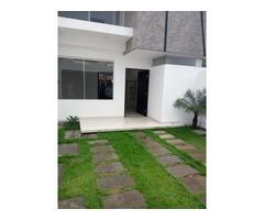 Casa a estrenar zona sede de Blooming Beni y 8vo anillo.