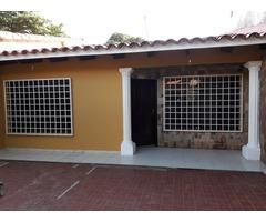 Casa en alquiler de 2 dormitorios Radial 27 3er anillo.