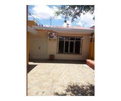 Casa en alquiler 3 dormitorios zona Canal Cotoca.