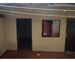 Casa gemela de 2 plantas, 3 dormitorios, zona Mutualista y 4to anillo.