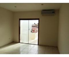 Hermosa casa independiente en alquiler, 4 dormitorios, Av. Paragua.