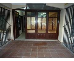 Departamento Independiente en alquiler de 3 dormitorios, Av. Paragua.