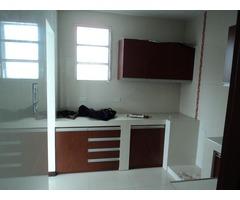 Oficina en alquiler de 3 plantas, sobre Av. Banzer.