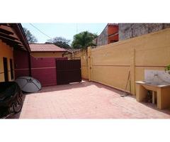 Amplia casa en alquiler zona Charcas.