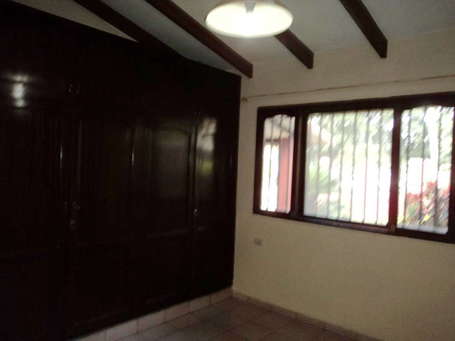 Casa semi independiente en alquiler, 2 dormitorios, Av. Beni. - 6