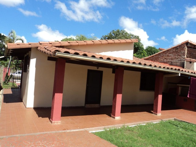 Casa semi independiente en alquiler, 2 dormitorios, Av. Beni. - 12