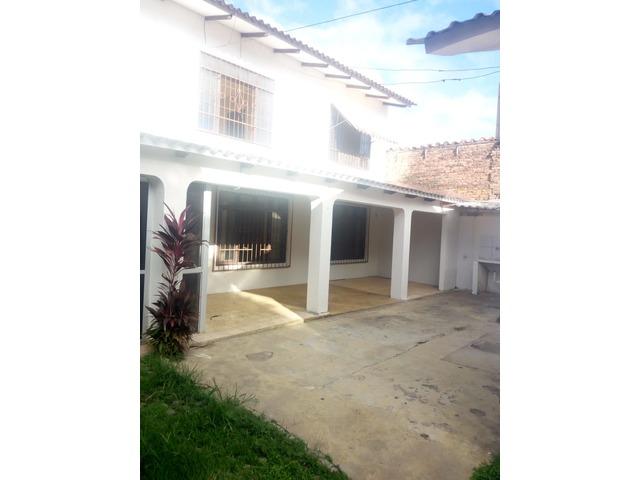Casa independiente en alquiler 3 dormitorios zona Paragua. - 10