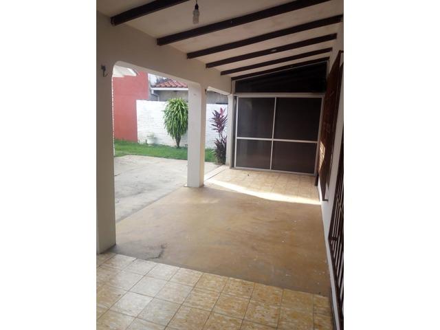 Casa independiente en alquiler 3 dormitorios zona Paragua. - 4