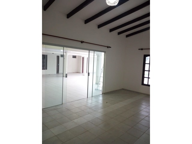 Casa amplia de 4 dormitorios zona Paragua y 2do anillo. - 8