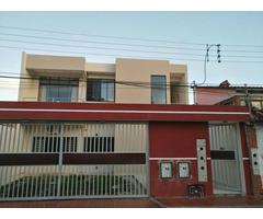 Casa Centrica en PLANTA ALTA - Avenida PARAGUA 2do Anillo 3 dormitorios
