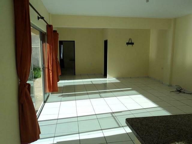Hermosa casa en alquiler de 1 dormitorio, zona Av. La Salle. - 2