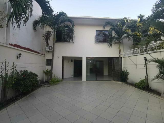 Hermosa casa en alquiler en Urbanización Cerrada Av Roca y Coronado. - 2