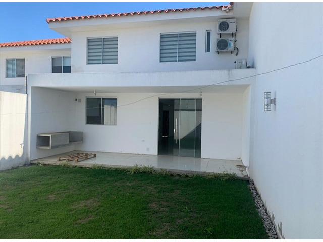 Hermosa casa de 2 plantas, 2 dormitorios y 1 suíte, en condominio cerrado directo con propietario - 9