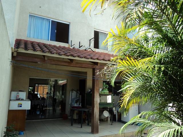 Casa gemela en alquiler de 3 dormitorios av 2 de agosto for Oferta alquiler casa piscina agosto